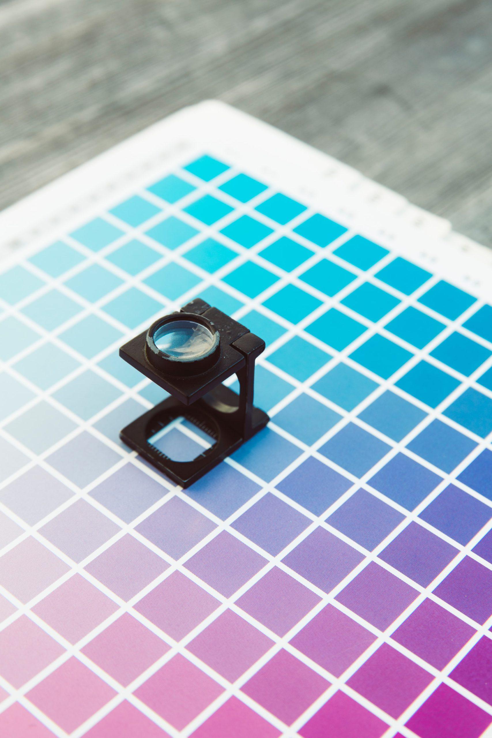 Suggerimenti tecnici: come evitare l'effetto curling o arricciamento delle stampe su vinili adesivi.